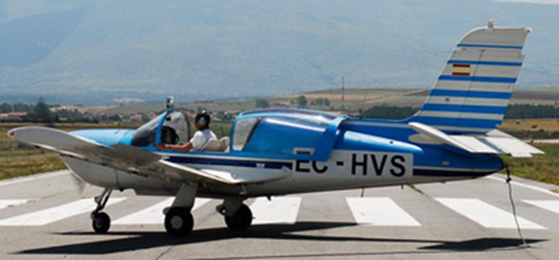 Monomotor terrestre de remolque socata rallye 235ed EC-HVS.