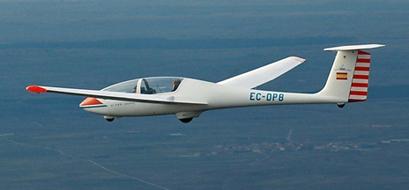 Alquiler de planeadores, entrenamiento y vuelo de distancia